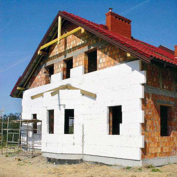 Правильное утепление стен производится во время строительства здания, а не после его сдачи в эксплуатацию