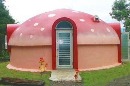 При отделке купольного дома можно проявить фантазию и оригинально его декорировать