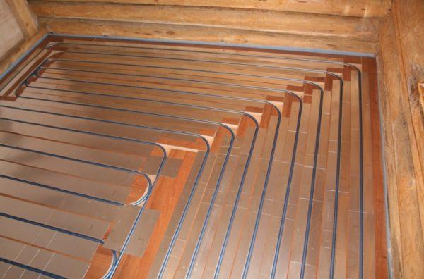 При работе с деревянными основаниями необходимо компенсировать теплоемкость древесины, используя отражающие элементы