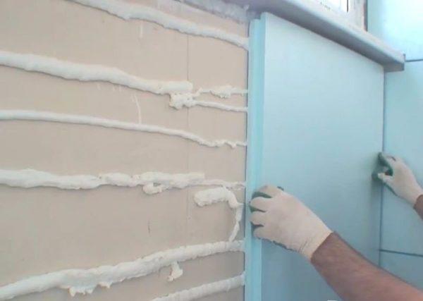Приклеивание пеноплекса к стене