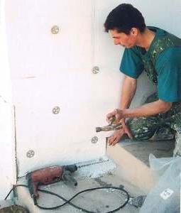 Прикрепление пенопласта к стене