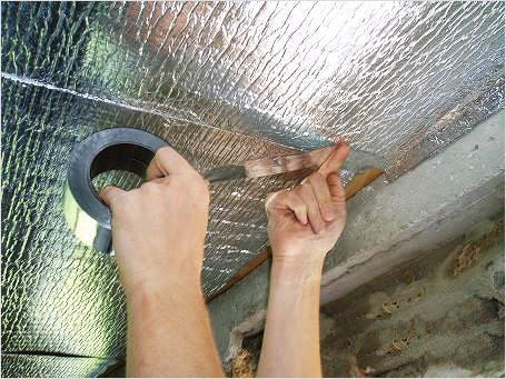 Проклейка швов алюминиевым скотчем