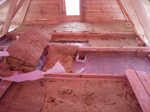 Процесс утепления крыши бани