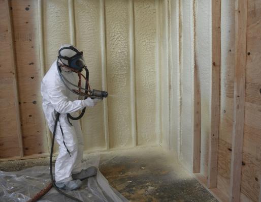 Процесс утепления стены пенополиуретаном
