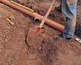 Работы по утеплению трубы требуют кое-каких усилий