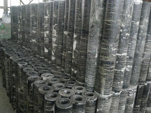 Рубероид – доступный, дешевый, а главное качественный материал.