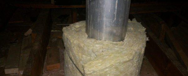 С помощью минваты возможна термоизоляция дымоходной трубы.