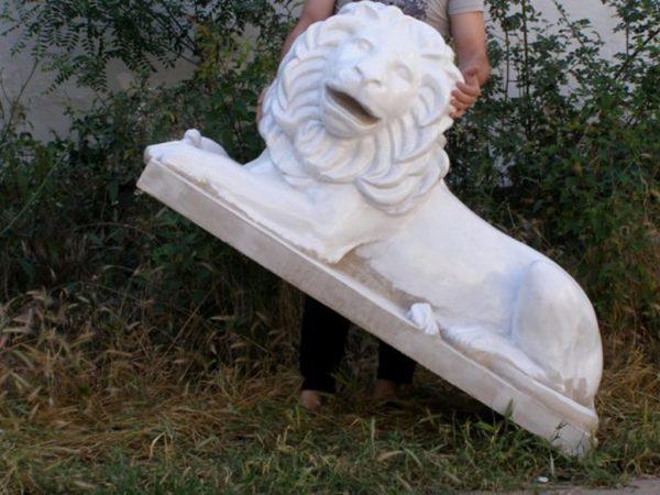 Садовая скульптура из пенополистирола, окрашенная под гипс