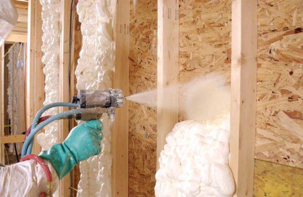 Саморасширяющийся полиуретан просто наносится и обеспечивает серьезное снижение теплопроводности