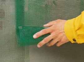 Следующий шаг – армирующая сетка поверх утеплителя