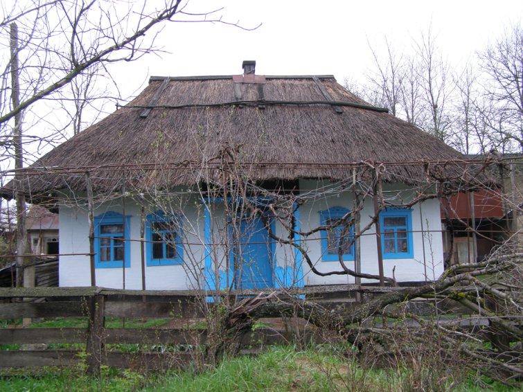 Солома используется в строительстве с незапамятных времен.
