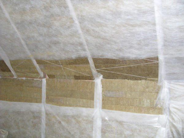 Совместно с каменной ватой необходимо использовать пароизоляционную мембрану