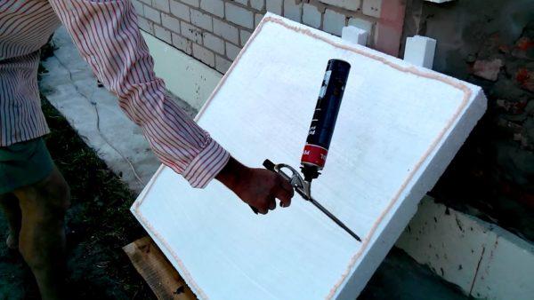 Специальный клей для пенопласта можно использовать как внутри, так и снаружи зданий