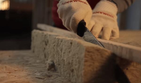 Специальный нож легко режет любой вид минеральной ваты