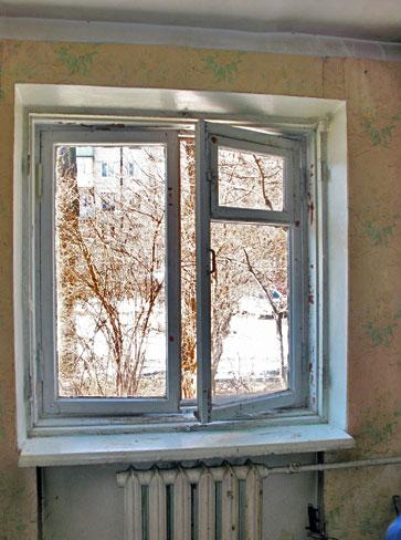Старые деревянные окна нуждаются в восстановительных работах.