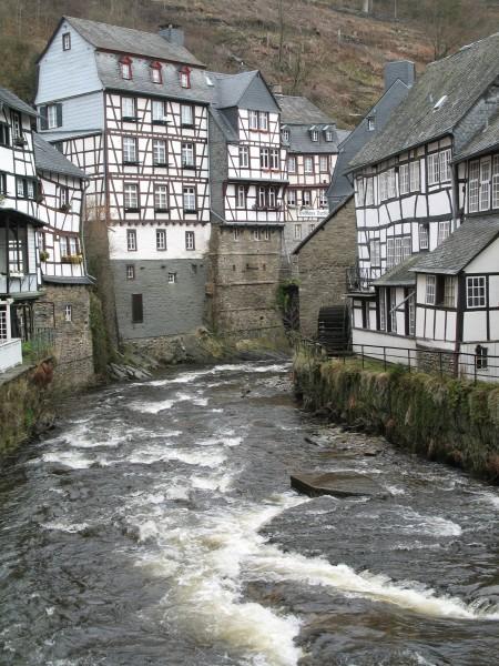 Старые немецкие фахверковые дома, где стены сделаны из соломенно-глиняной смеси.