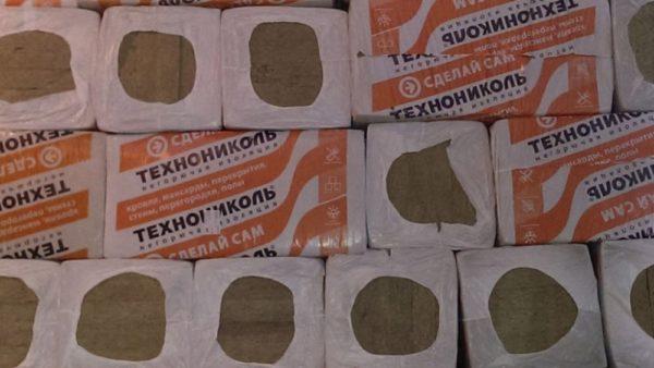 Так выглядят плиты минеральной ваты в упаковке.