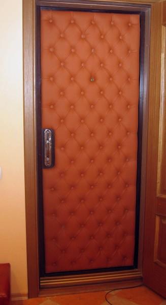Такая дверь греет и визуально