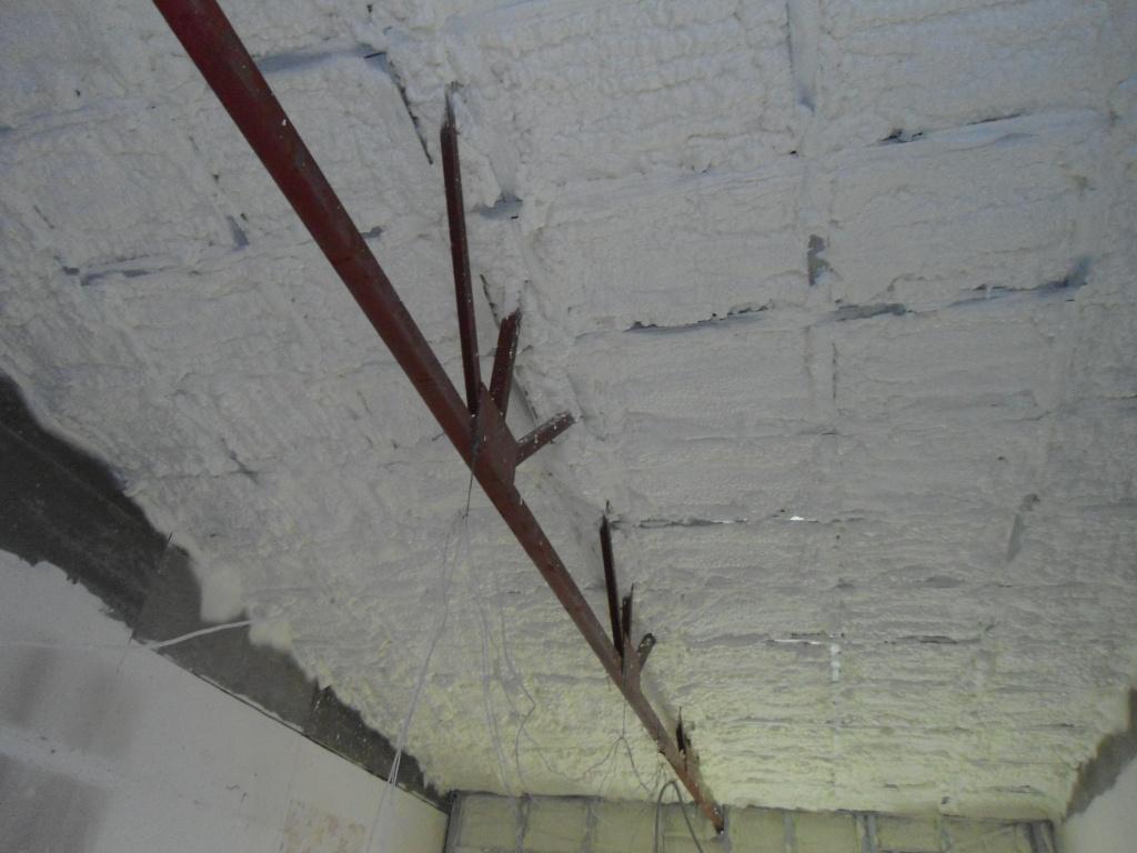 Такие потолки – не редкость в российских гаражах