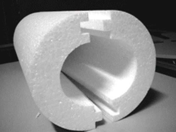 Теплоизолятор для труб из пенопласта достаточно эффективен и удобен.