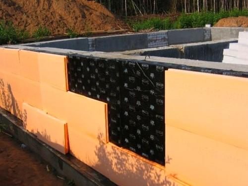 Теплоизоляции фундамента пенополистиролом еще на этапе строительства здания