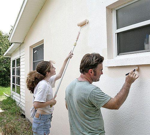 Теплоизоляционную краску можно наносит валиком или кистью