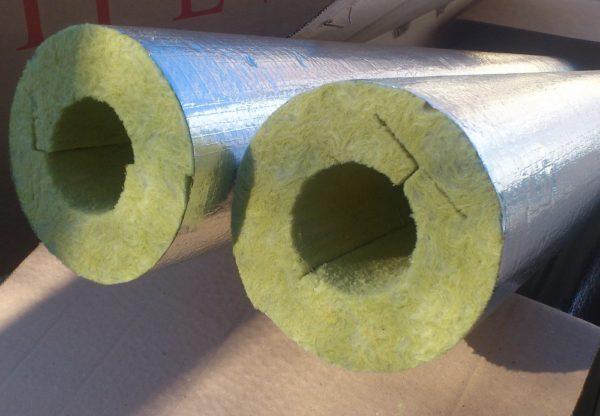 Теплоизоляция для трубопровода из базальтовой ваты.