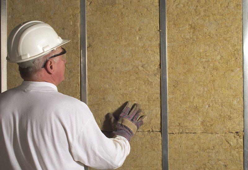 Теплоизоляция стен базальтовым утеплителем.
