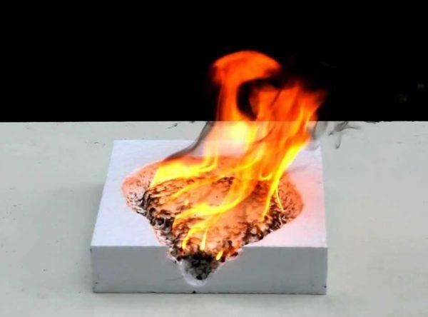Тест пенопласта на горючесть демонстрирует опасность этого материала