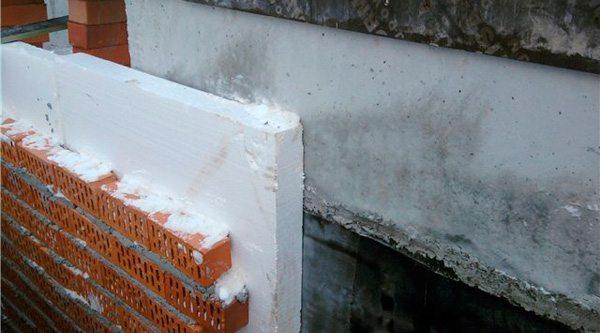 Толщина пенопласта, используемого для утепления фундамента, должна быть не менее 50 мм