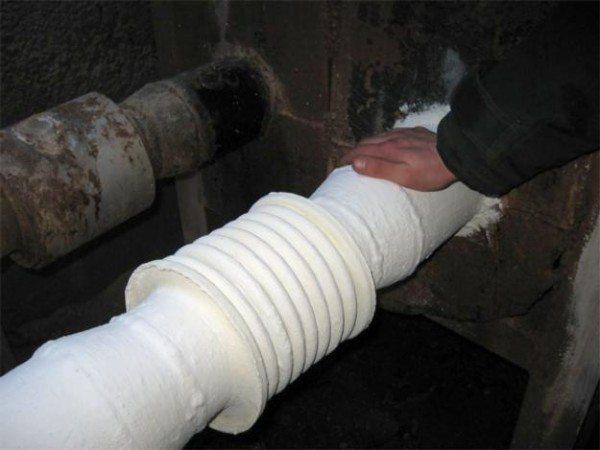 Труба обработана сверхтонкой жидкой термоизоляцией