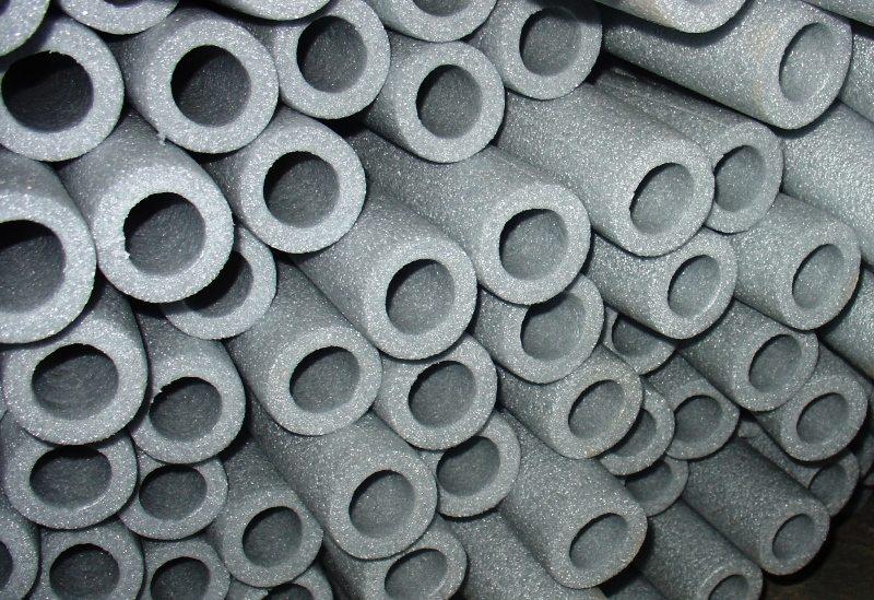 Трубная изоляция из вспененного полиэтилена — стойкость к коррозии и низкая теплопроводность.