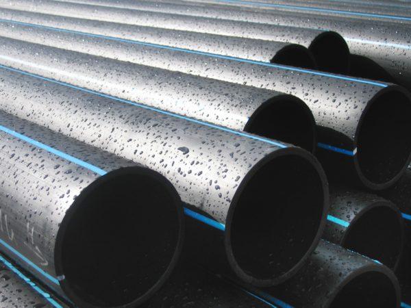 Трубы из обычного плотного полиэтилена чаще всего используют для водоснабжения.