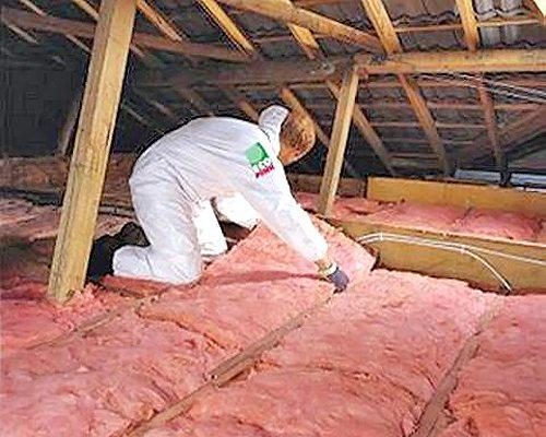 Цена работы со стекловатой и минеральной ватой обязательно включает в себя и средства личной защиты на время выполнения работ, позаботьтесь и о защите дыхательных путей