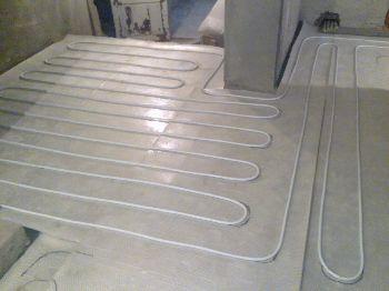 Укладывание теплого водяного пола на бетонное основание