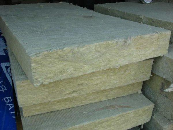 Упругие базальтовые волокна, из которых состоят плиты, практически не пылят