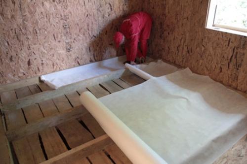 Установка влагозащитного материала обязательна в условиях суровых зим и при обильных осадках