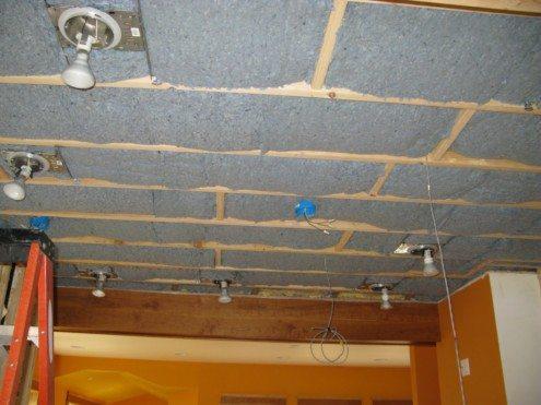 Устройство материала для изоляции потолка