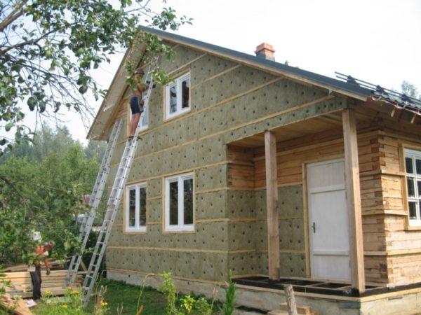 Утепление деревянного дома каменной ватой.