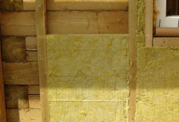 Утепление деревянных стен минватой позволит сохранить в жилье естественный микроклимат