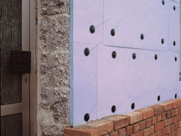 Утепление фасада с помощью пенополистирола.