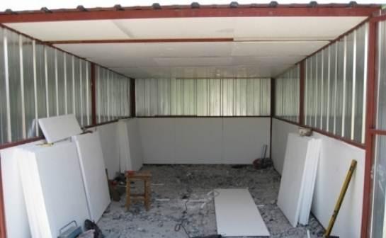 Утепление гаража изнутри пенопластом — наиболее рациональное решение.