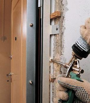 Утепление металлической двери: видео-инструкция по монтажу своими руками, как дополнительно утеплить входное дверное полотно, це