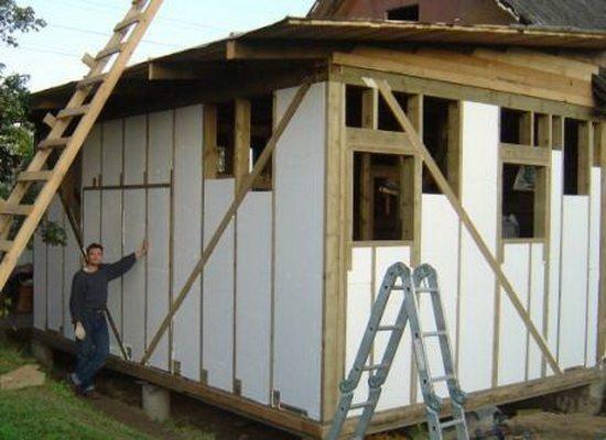 Утепление пенопластом каркасного дома позволяет сэкономить на строительстве