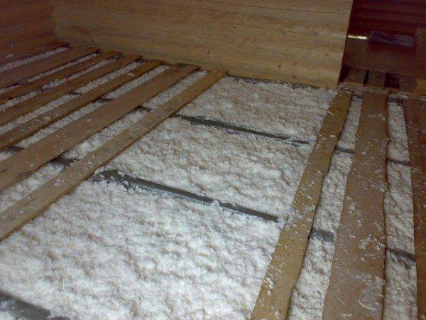 Утепление полов пеноизолом в деревянном доме