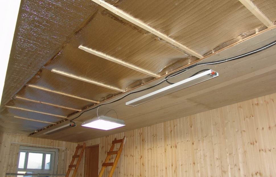 Утепление потолка пенофолом значительно повышает энергоэффективность помещения.