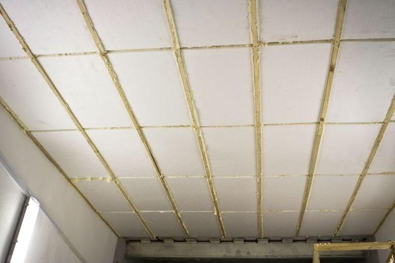 Утепление потолка пенопластом.