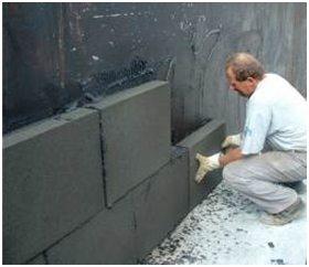 Утепление стен пеностеклом, используя клеевой состав.