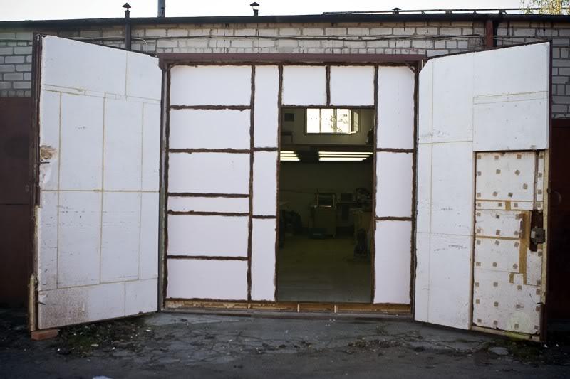 Утеплить ворота для гаража своими руками