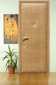 Утепленная входная деревянная дверь – фото общего вида